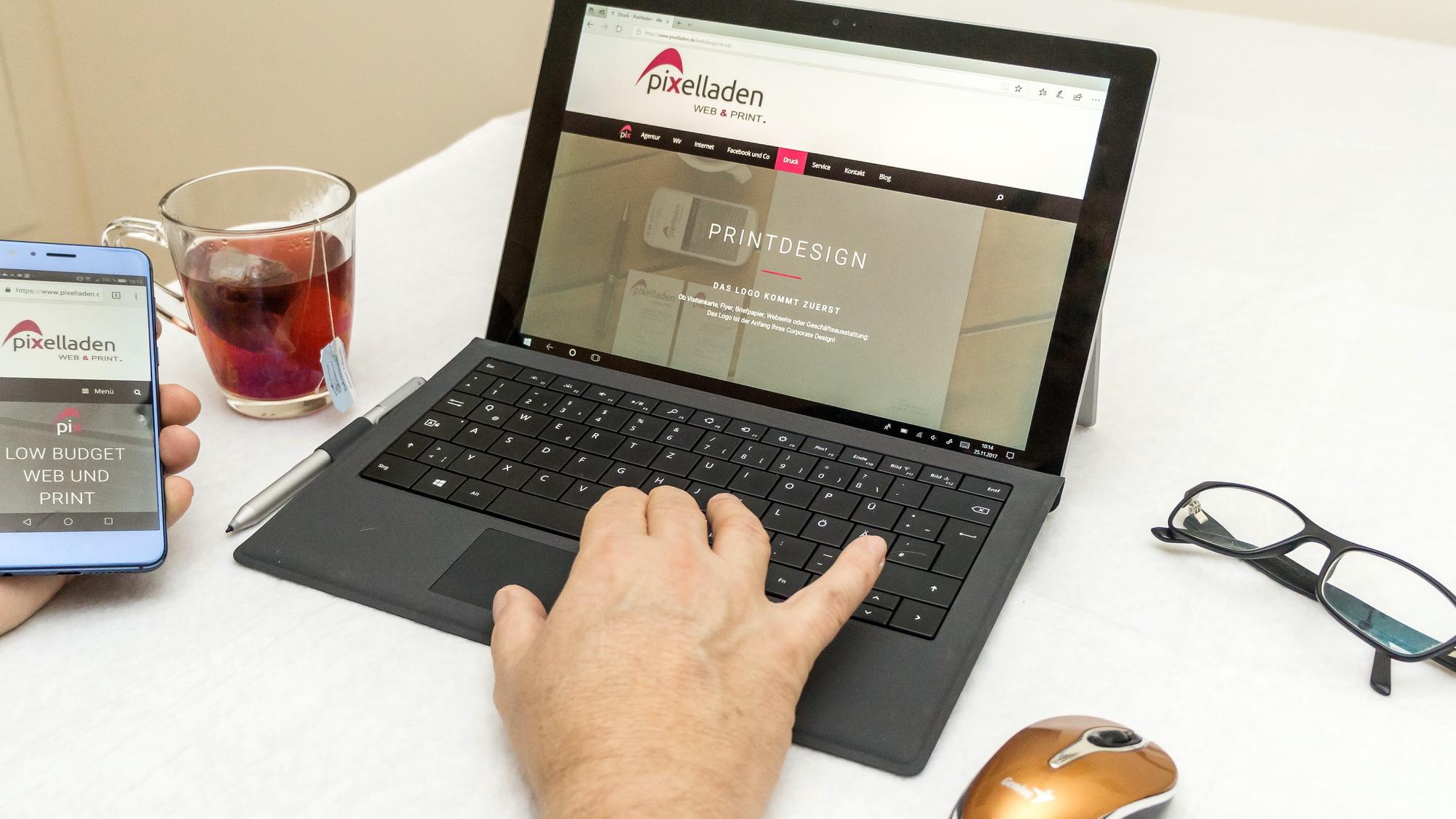 Wir - Pixelladen.de - Webdesign und Printware im Low Budget Bereich